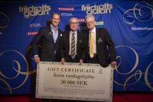 """Mats Höglund tilldelas Textilias pris """"Årets Vardagshjälte"""" på friidrottsgalan"""