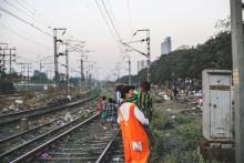 Suzanne Reuter med Clowner utan Gränser i Indien