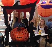 Svävande pumpor och rysliga ramar intar Nordiska Muséet under Halloween