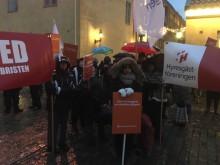 Massiv protest mot utförsäljning