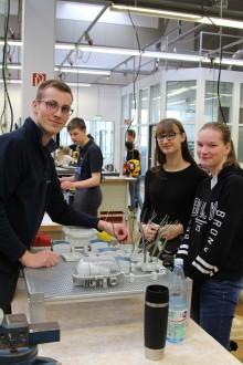 Mädchen interessiert an technischen Berufen -  Westfalen Weser Energie beteiligt sich am Girls Day