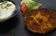 Korshags recepttips: Laxbiffar på varmrökt lax med kall koriander- & limesås