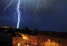 Överspänningsskydd skyddar din hemelektronik