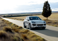 Gyllene Ratten till Porsche Cayenne och årets SUV i USA