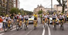 Sárga mezt öltött a Focus RS; a Ford a Team Sky csapattal és Chris Froome bajnokkal együtt ünnepelte a Tour de France-győzelmet