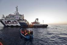 Röda Korset räddar hundratals människor med ny båt på Medelhavet