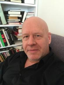 Tidigare SVT-profilen Magnus Utvik startar bokpod