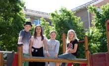 Elever och konstnärer skapar konst i Haga