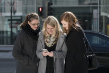 Pedestrians Crossing Streets: Distraction by Smartphone poses risks