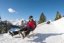 Winter in der Schweizer Region Fribourg: Eispaläste, Schneespaß und der heilige St. Nikolaus