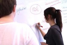 Studenter hjälper Kalles Kaviar in i framtiden