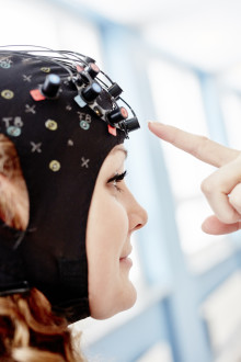 Att gå med protes – en tuff match för hjärnan