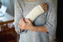 Avskaffa sjuklöneansvaret helt för de mindre företagen