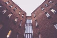 Vad händer när bostadsefterfrågan faller - Pris-  eller kvantitetsanpassningar?  - Läs Hans Linds senaste inlägg på Samhällsbyggarbloggen