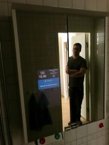 Smart och interaktivt badrumsskåp - LifeMirror
