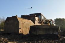 """To Cat D9R flytter """"hus"""" på 90 tons"""