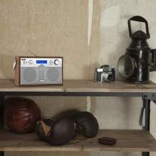 auna Akkord: elegantes Retro-Digitalradio für besten Empfang daheim und unterwegs