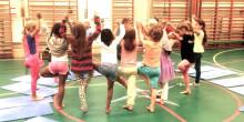 Barnyogadagen sprider yoga och välbefinnande