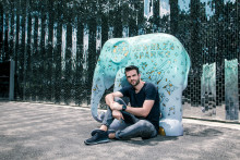 Jewelz and Sparks go bananas about Elephant Parade