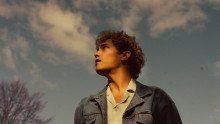 Singer-songwritern Aron Blom tillbaka med nya singeln 'Water'