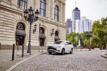 50 Mitsubishi Outlander Plug-in Hybrid-Fahrzeuge für Autovermieter Hertz