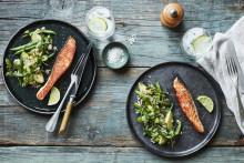Recept på lax med quinoasallad med ärtor och avokado