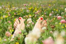 Slik får du pene føtter til sommeren – det er enda ikke for sent