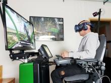 Skogsmaskinssimulator med VR-glasögon på Torsta.