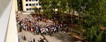 Elever arrangerar loppis för att hjälpa människor på flykt