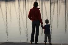 Adoptivforeldre overlates til seg selv