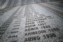 Antirasister hedrar Srebrenicas offer