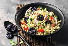quinoa salat til lunsj