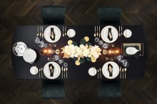 Luxurious elegance in white and gold – Stylish table delights for the best celebration of the year