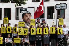Amnesty Turkiets hedersordförande blir kvar i fängelset