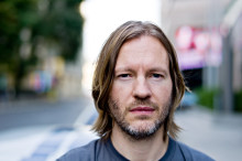 Den isländske grafiska formgivaren Hjalti Karlsson tilldelas Torsten och Wanja Söderbergs pris 2013