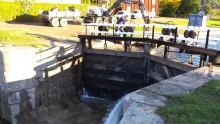 Indockning i Göta kanals nyrenoverade torrdocka i Motala