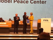 Nobels Fredssenter og FIFA har inngått samarbeidsavtale om Handshake for Peace