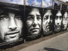 Utställningen Starkare Röst mitt på Järntorget