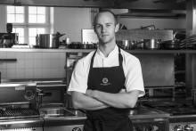 Han tävlar för Sverige i Årets unga kock Jeunes Chefs Rôtisseur