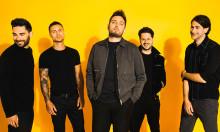Emo-popband omfavner opløftende humør og elektroniske elementer