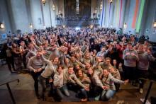 1200 ungdomar skramlar bössor i hela Stockholm för att bekämpa hungern i världen