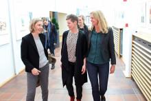 Miljöminister Karolina Skog besökte Preems raffinaderi i Lysekil
