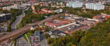 Sommarjobbare förbättrar utomhusmiljön i Hagalund