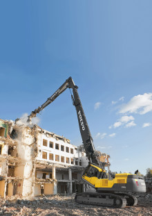 Volvos grävmaskiner med extra räckvidd är mästare på demolering