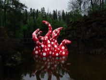 """""""Сияние жизни"""": красные щупальца в крапинку"""