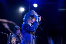 Premiär för De ensligas allé – en monolog fylld av musik med Carina M Johansson