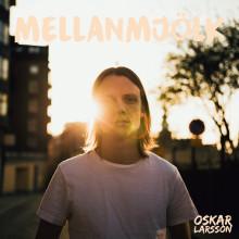 """Ny svensk popröst! Oskar Larsson debuterar med hudnära EP:n """"Mellanmjölk"""""""