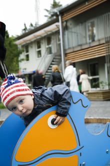 Gott om plats för lek i Huges andra passivhusförskola
