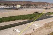 BJÖRN BORG spelar tennismatch på gränsen mellan USA och Mexiko