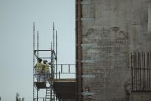 Antalet beviljade bygglov indikerar en kraftig nedgång i nyproduktionen